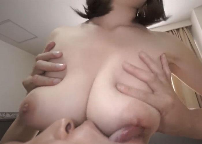 【エロ動画】授乳手コキとパイズリFUCKでご奉仕する絶品巨乳お姉さん!(*゚∀゚)=3