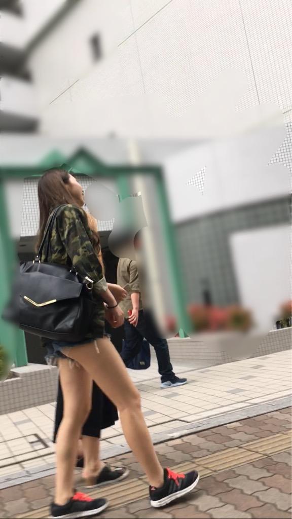 【ハミ尻エロ画像】そろそろホットパンツから尻が出て来る季節ですw(*´д`*)