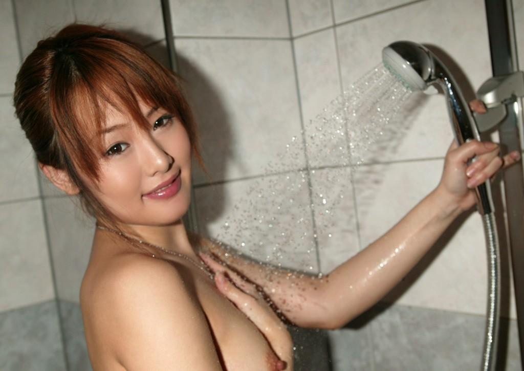 【入浴エロ画像】お湯に打たれてフェロモン高揚中な美女たちの裸体!(;´Д`)
