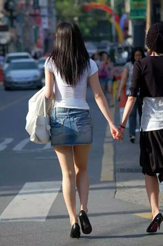 【美脚エロ画像】パンツがどうでもよくなる?街のそそるミニスカ美脚(*´Д`)