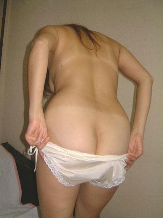 【下着エロ画像】脱衣麻雀みたいに焦らしてパンツ下ろしている皆様(*´Д`)