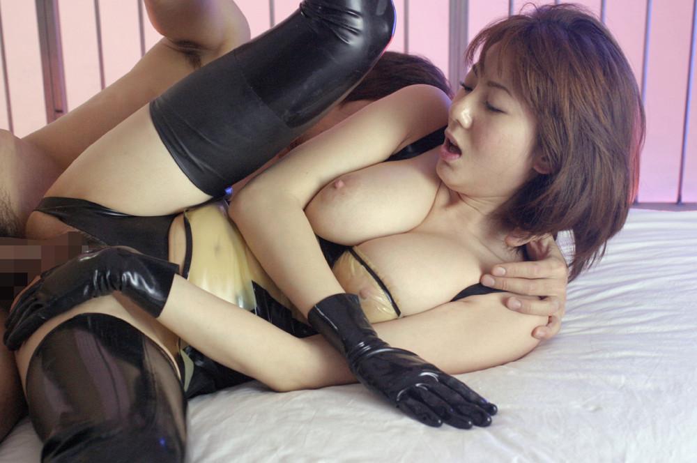 【性交エロ画像】普通の体勢に飽きたら横向きでw側位で繋がる男女たち(*゚∀゚)