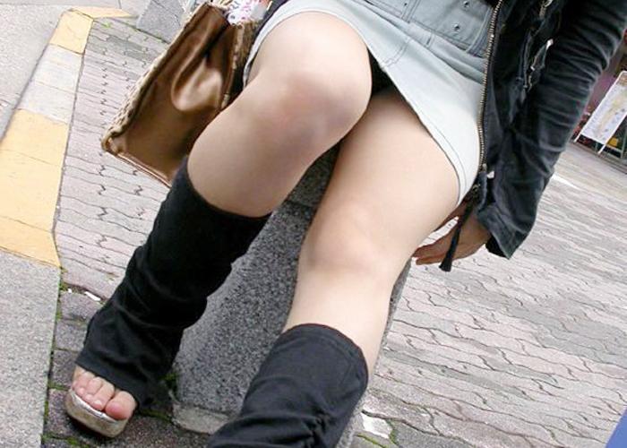 【美脚エロ画像】パンストもいいけど、生の美脚も素晴らしい…(*´Д`)
