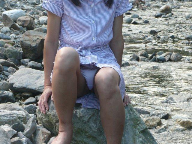 【パンチラエロ画像】見逃して貰えなかったミニスカ女子たちの座りチラ(;´∀`)