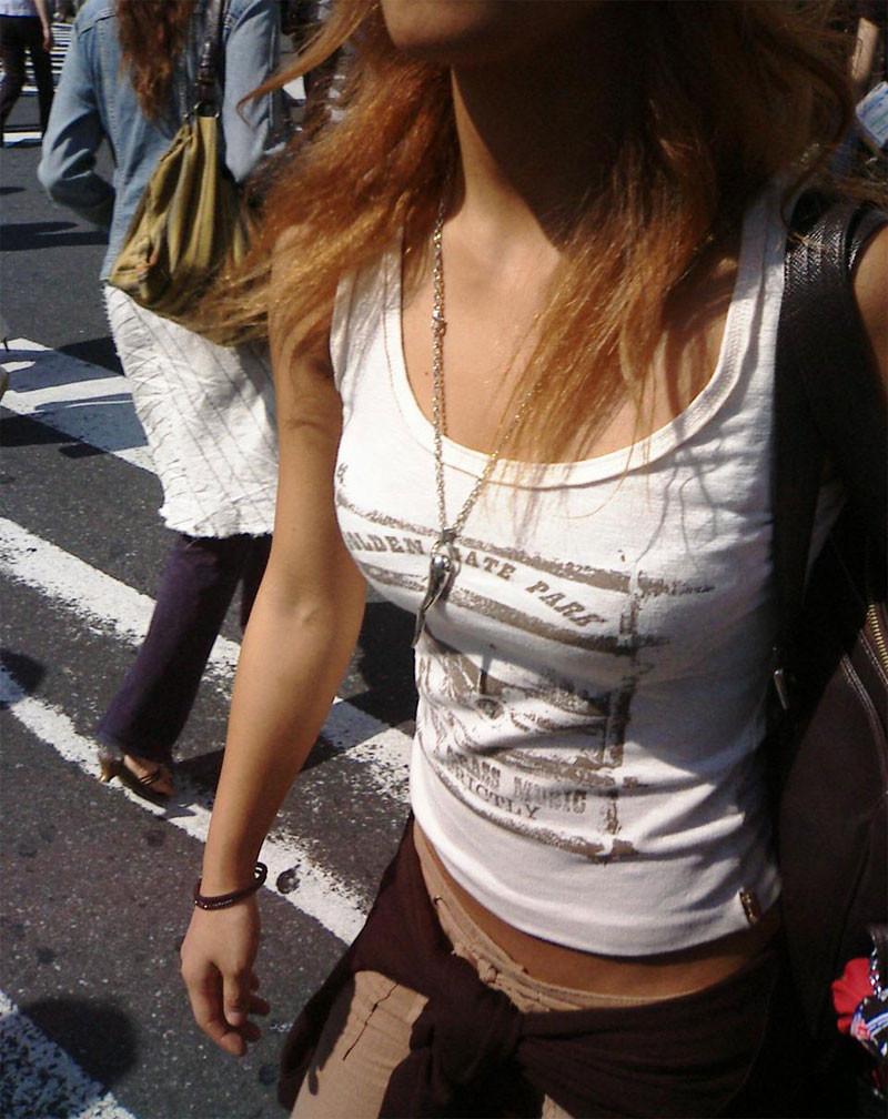 【着胸エロ画像】すみません見ちゃいますw際立ち不可避な着衣おっぱい(;゚Д゚)