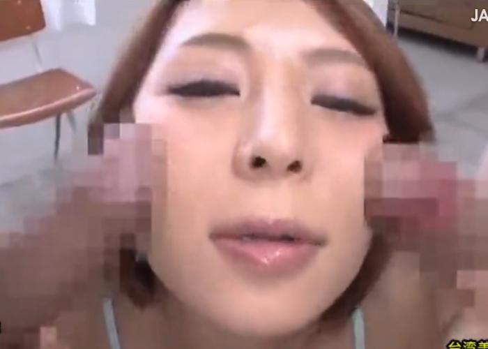 【エロ動画】2本の巨根をただひたすらにしゃぶって抜く巨乳美女!(;゚∀゚)=3 01