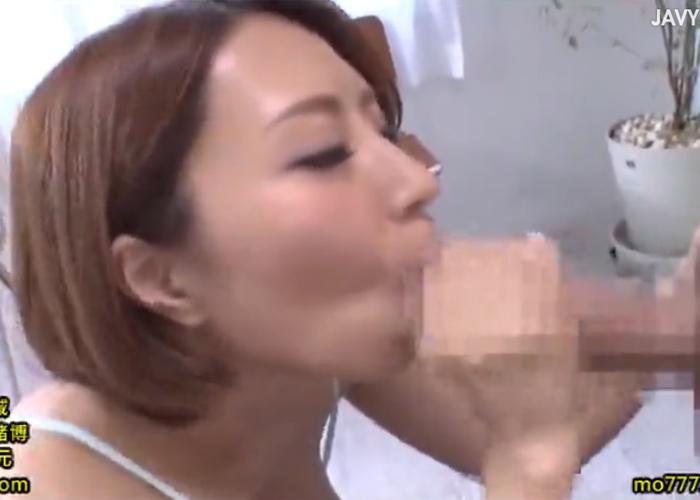 【エロ動画】2本の巨根をただひたすらにしゃぶって抜く巨乳美女!(;゚∀゚)=3 02
