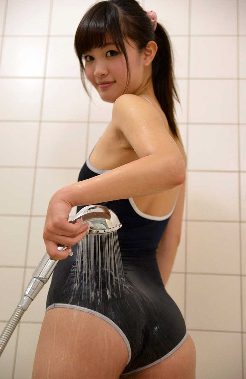 【スク水エロ画像】ブルマと違い許されているwたまらないスク水姿(;・∀・)