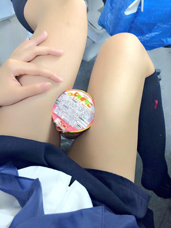 パンツ見えなくても抜ける女子校生の太腿画像 part11