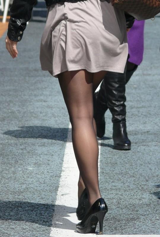 【美脚エロ画像】大人の色香ムンムンな黒パンストを履いた下半身!(;´∀`)