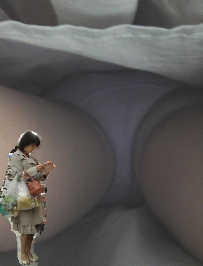 【パンチラエロ画像】地味かと思いきや中身は…!?意外性は歓迎な逆さ撮り(゚A゚;)