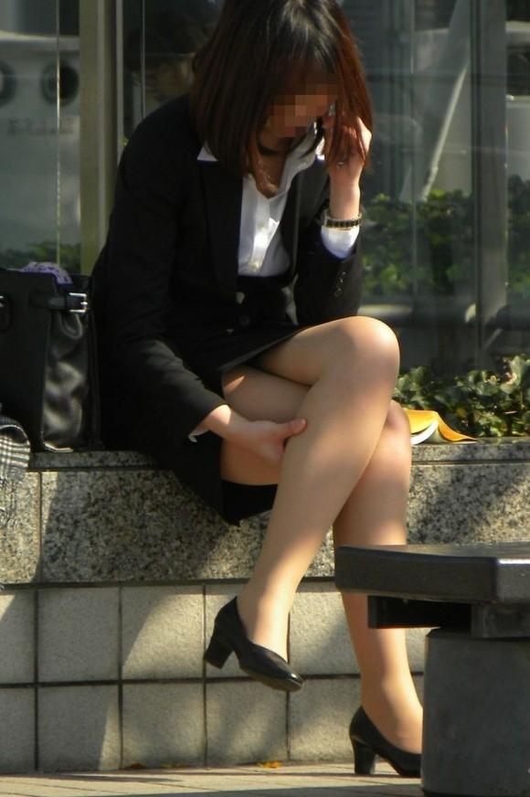 街中のスマホ女子のエロ画像