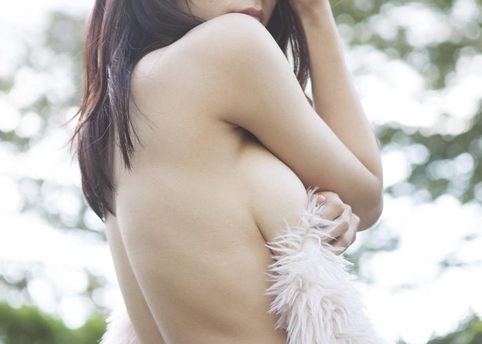【横乳エロ画像】即引っ張り出したい!挑発的すぎる程に横から出る乳(;^ω^)