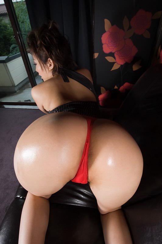 【美尻エロ画像】今時の女性ならば持ってる!綺麗な尻にはTバックが鉄板(`・ω・´)