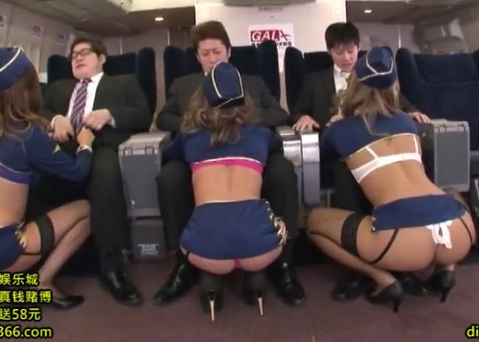 【エロ動画】尻丸出しの超ミニ姿でセックスご奉仕してくれるCAたち!(;゚∀゚)=3 01