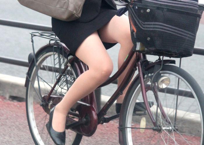 【美脚エロ画像】パンツよりも長く見られる!自転車女子たちのイイ脚(;^ω^) 表紙