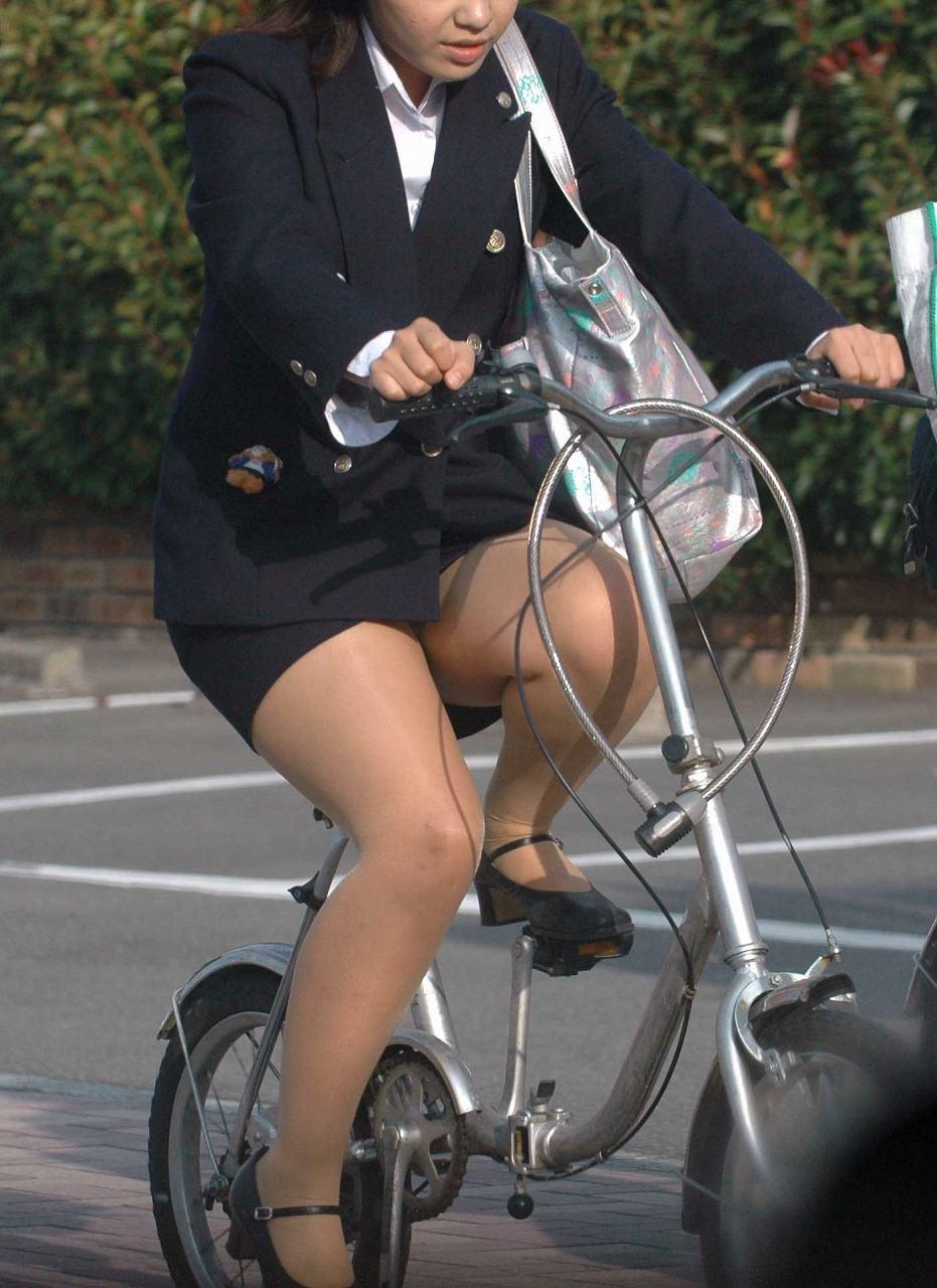 【美脚エロ画像】パンツよりも長く見られる!自転車女子たちのイイ脚(;^ω^)
