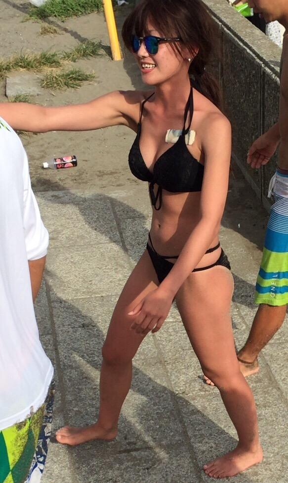 【水着エロ画像】素人なのにめっちゃ詰まってる!ビーチのビキニ巨乳(;゚Д゚)