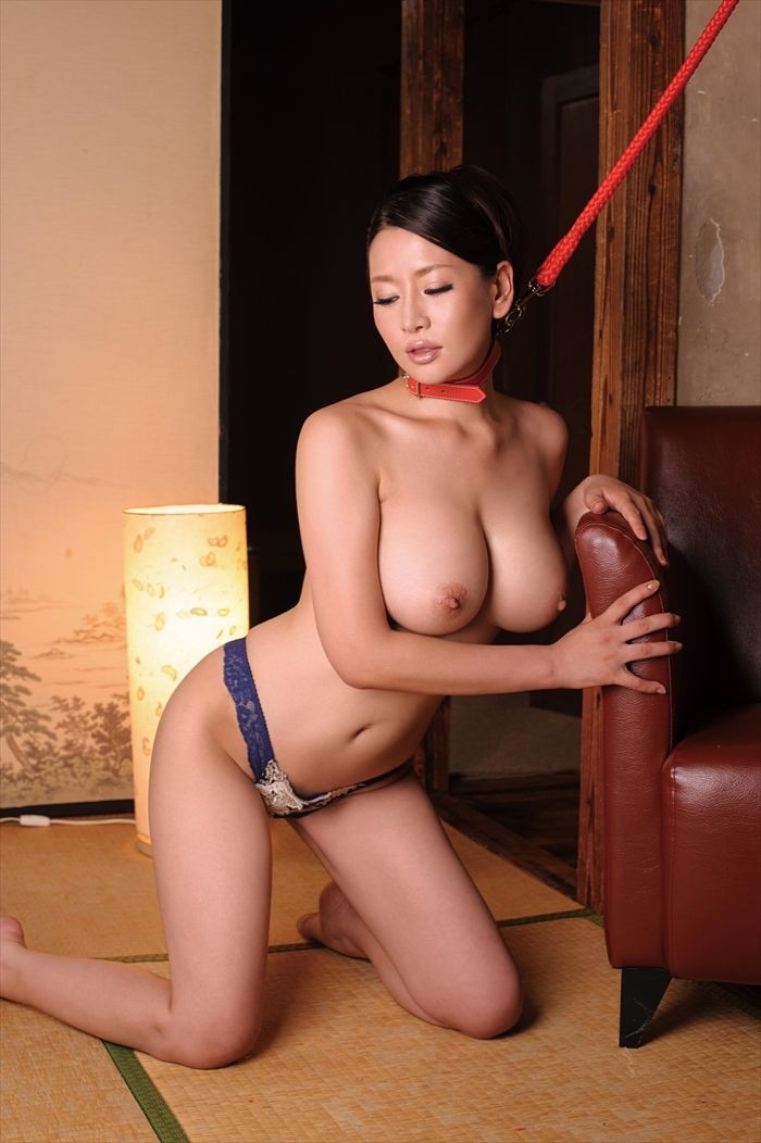 【SMエロ画像】手足は自由でも…ペット扱いが堪える首輪調教(;゚Д゚)