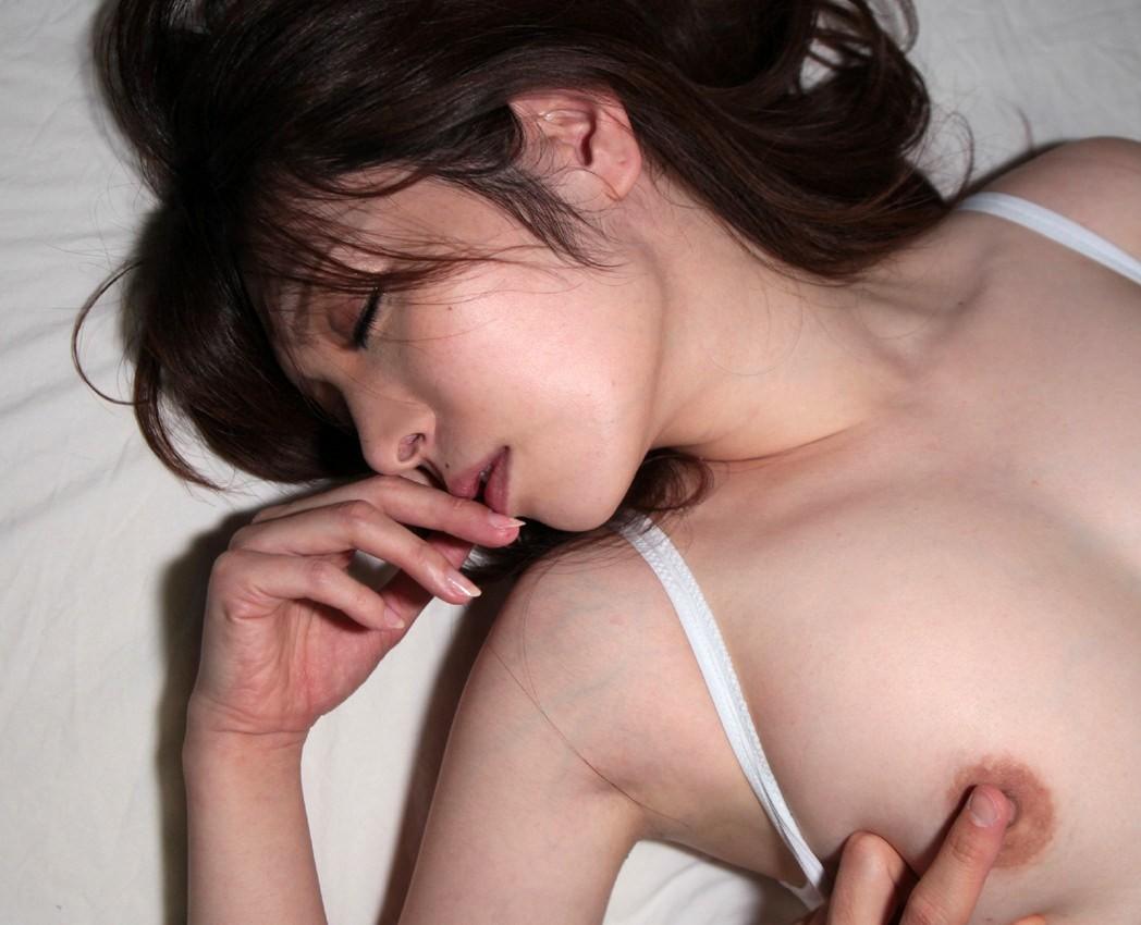 【乳頭エロ画像】人によってはここだけでイク!?楽しい乳首弄りのお時間(;´∀`)