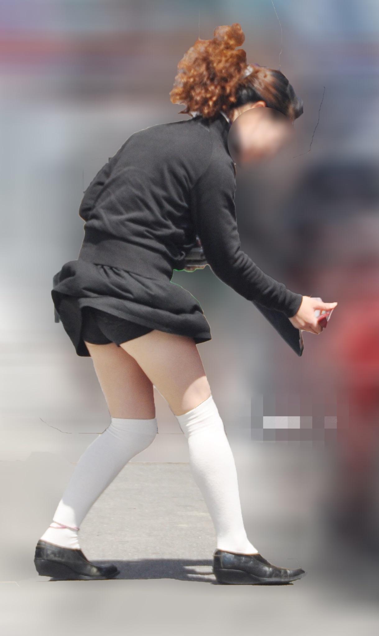 【パンチラエロ画像】偶然でも逃さず激写な風パンチラの見える瞬間!(;・∀・)