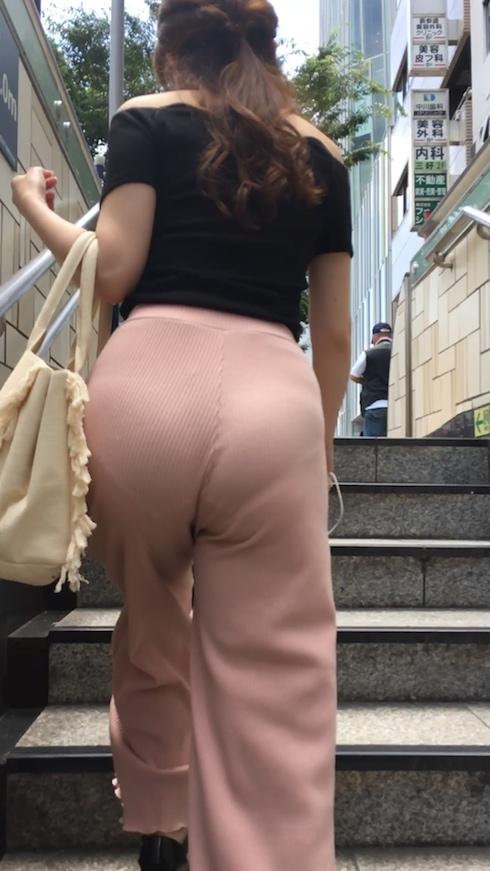 【下着透けエロ画像】線が浮いてたり色も把握できたり…履いているのに卑猥な着尻(;´Д`)