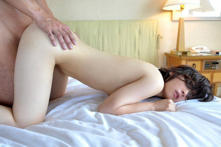 【性交エロ画像】後ろにも入れ易くて好評な後背位セックス!(;´Д`)