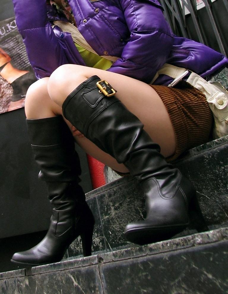 【美脚エロ画像】レンタル膝枕頼みたい…安眠できそうな街角太もも(;´∀`)