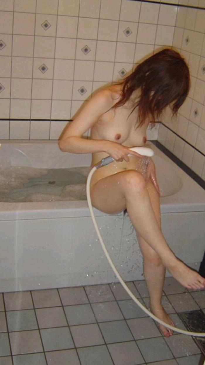 【風呂エロ画像】一緒に入るならイタズラ決定!入浴中の全裸女子たち(;^ω^)