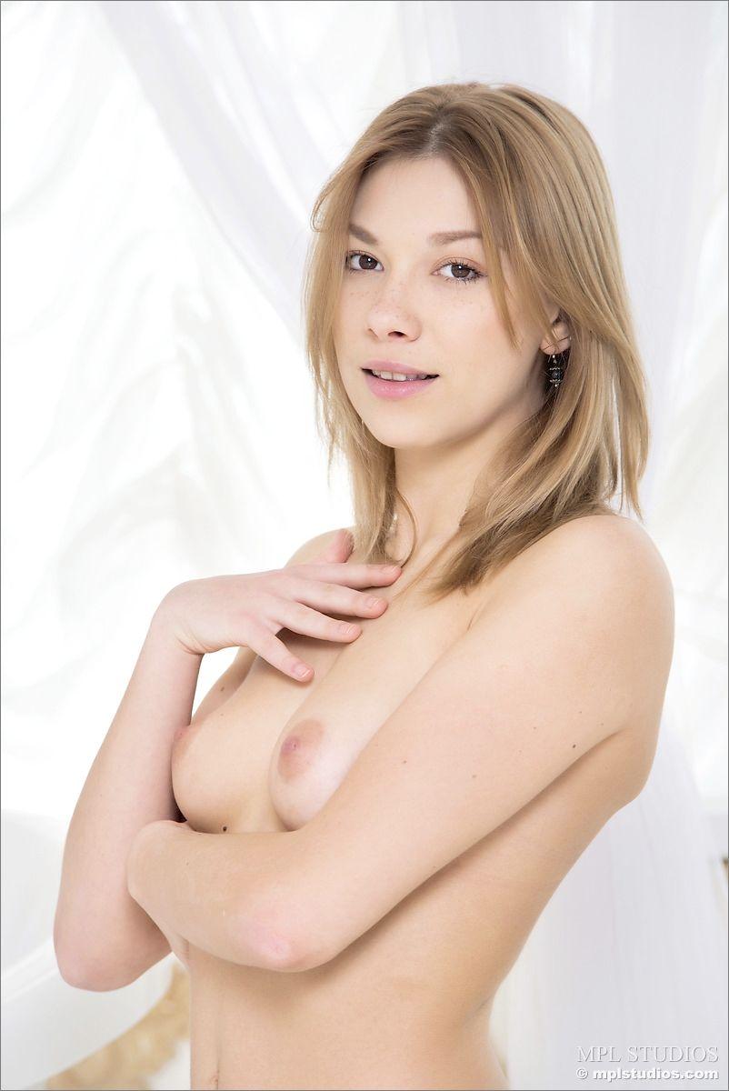 【海外エロ画像】乳控えめでも細身が凄くイヤらし過ぎた海外美女!(;゚Д゚)