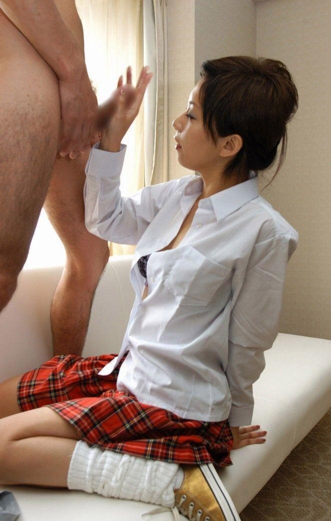 【手コキエロ画像】見て触ってくれる事が重要な女の子たちの手コキ!(;´∀`)