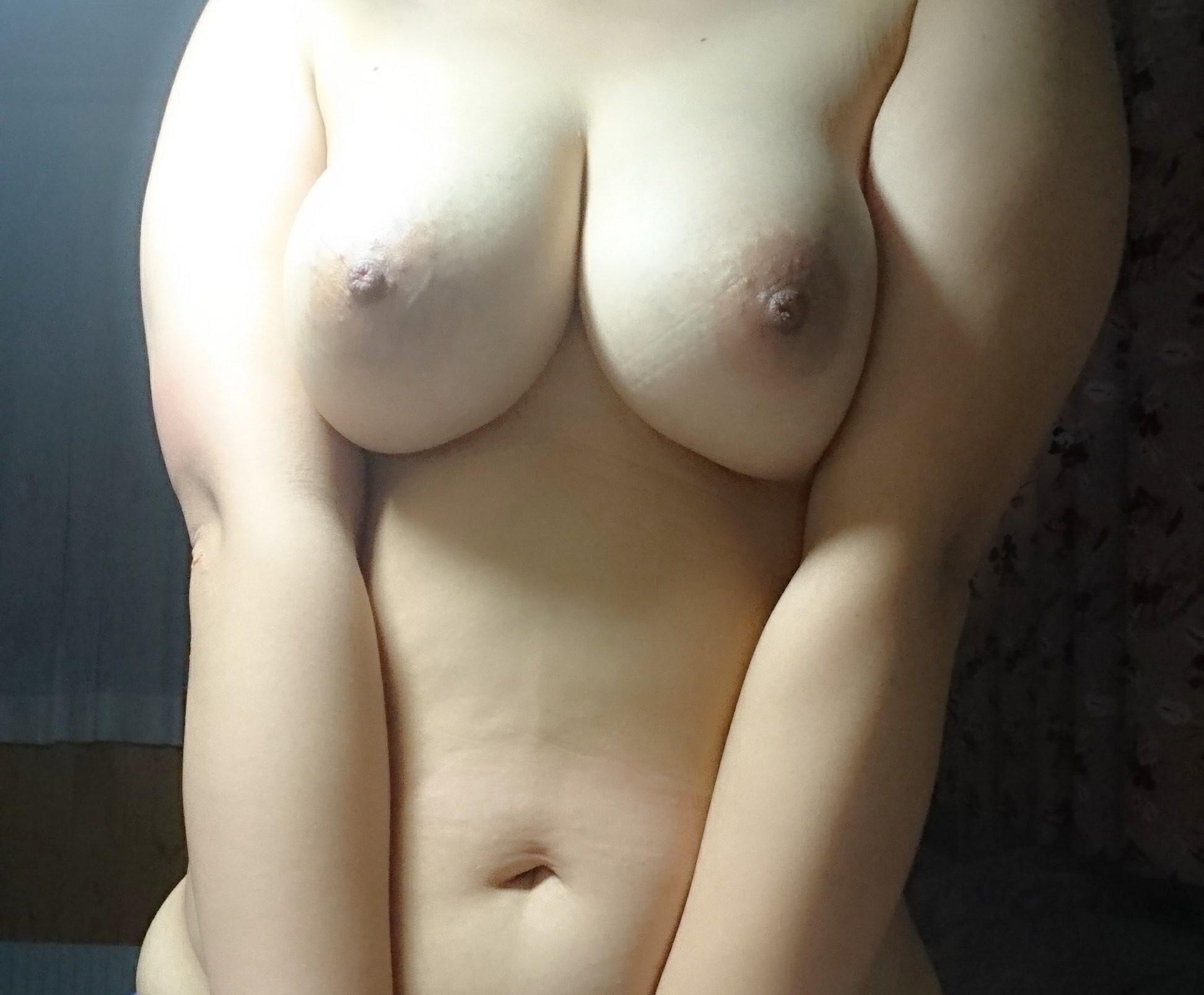【自撮りエロ画像】触れるかどうかは自分次第な女神たちの自撮り乳!(;´Д`)