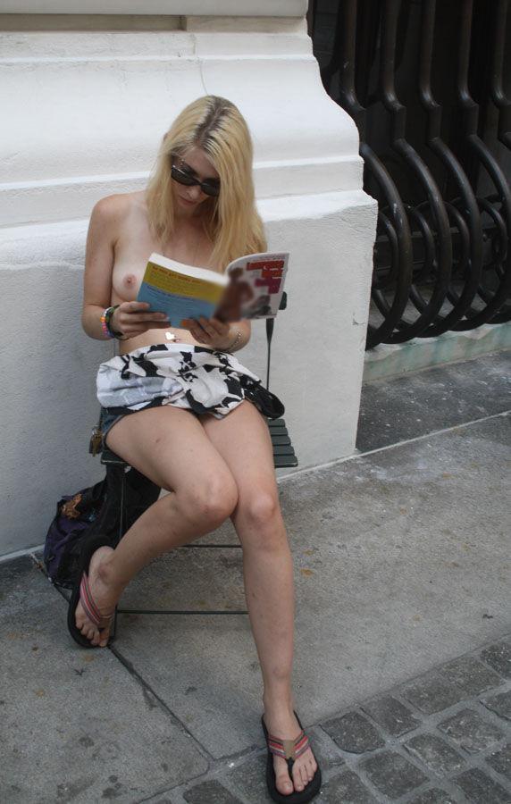 【女体エロ画像】寒そうなんですが…半裸以上の姿で読書する人々!(;゚Д゚)