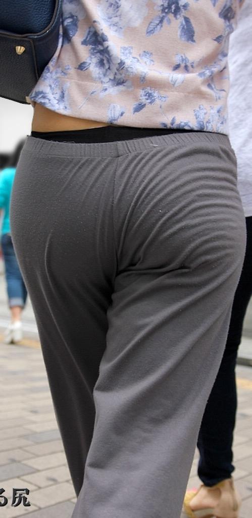 【ローライズエロ画像】腰パンチラをパンチラじゃないと思うのは女だけ(;^ω^)