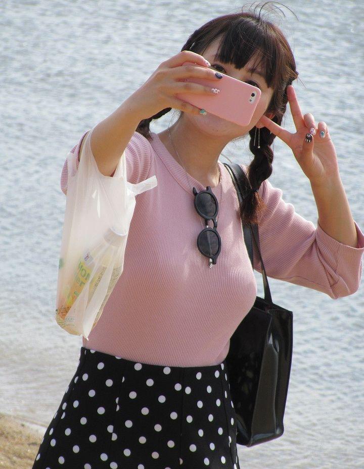 【着胸エロ画像】脱いだらどう凄いのかも知りたい街角着衣おっぱい!(;´∀`)
