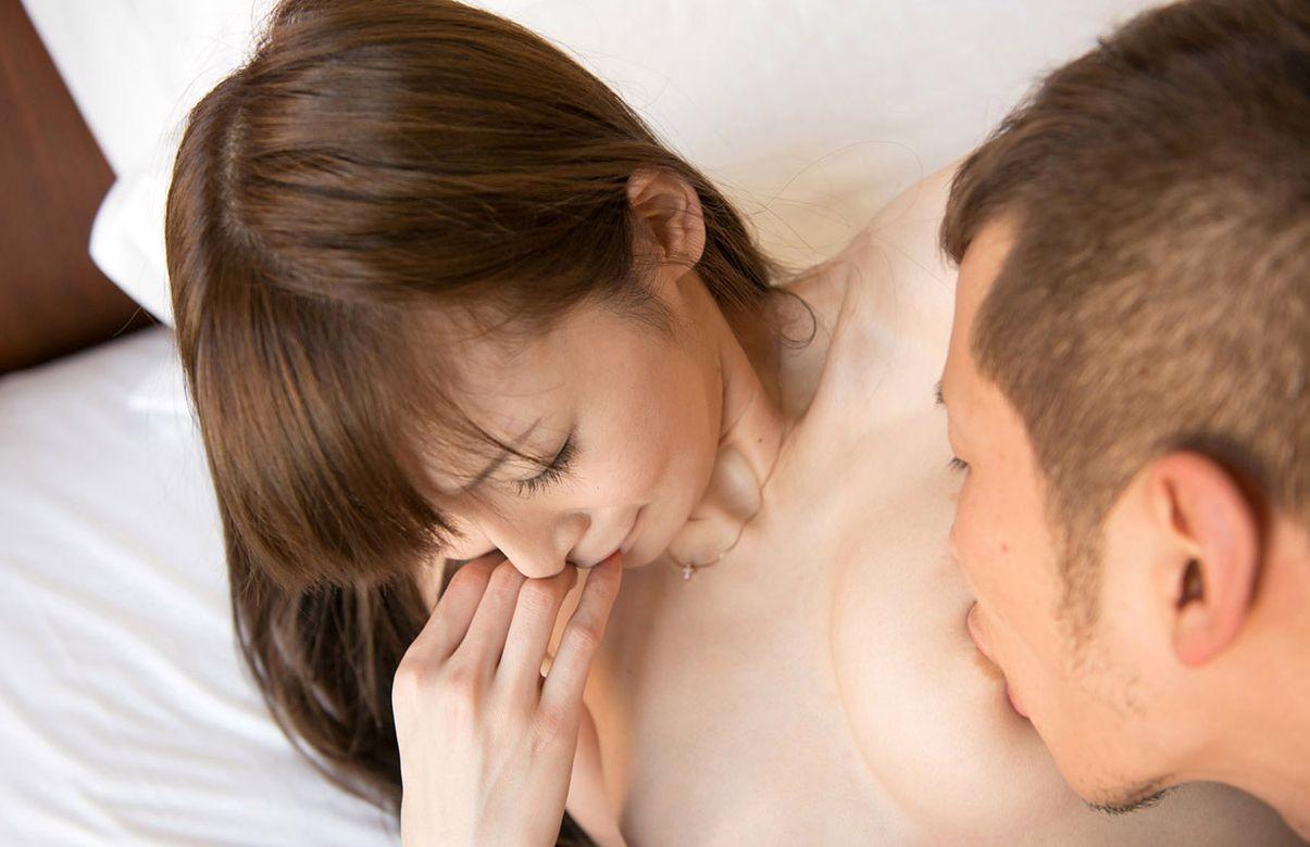 【乳頭エロ画像】味がなくとも舐めしゃぶるw女の乳首は口に含むもの(´ε`;)