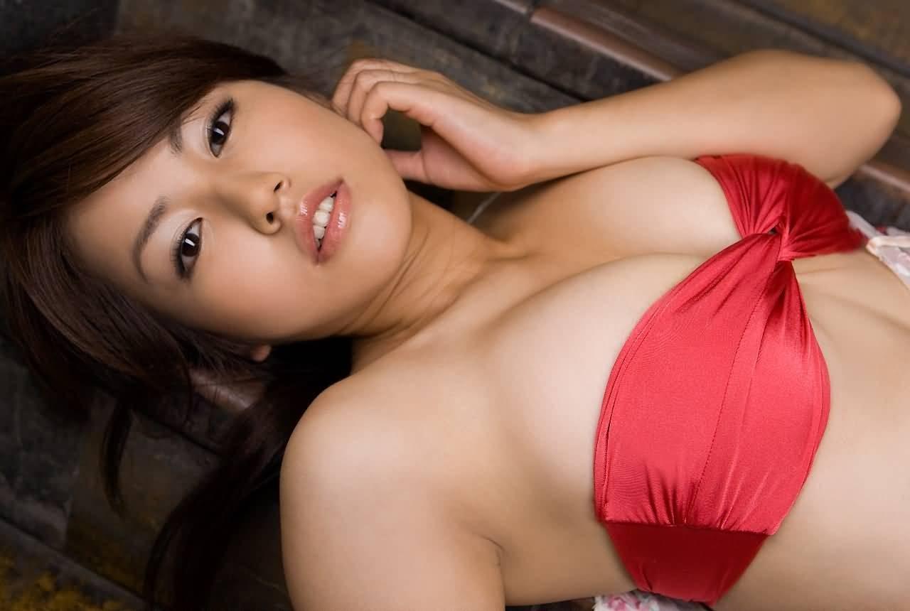 【腋フェチエロ画像】逃がさず舐り続けてみたくなる美女たちの生腋(;´Д`)