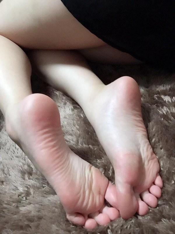 【足裏エロ画像】女のだとわかればイヤらしく感じる足裏の魅力!(;・∀・)