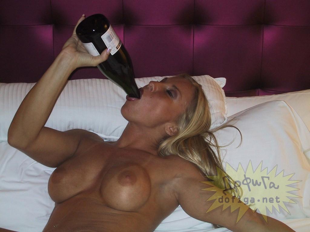 【悪ノリエロ画像】酒は飲んでも飲まれるな…酔いどれ外人たちの痴態!(;゚Д゚)