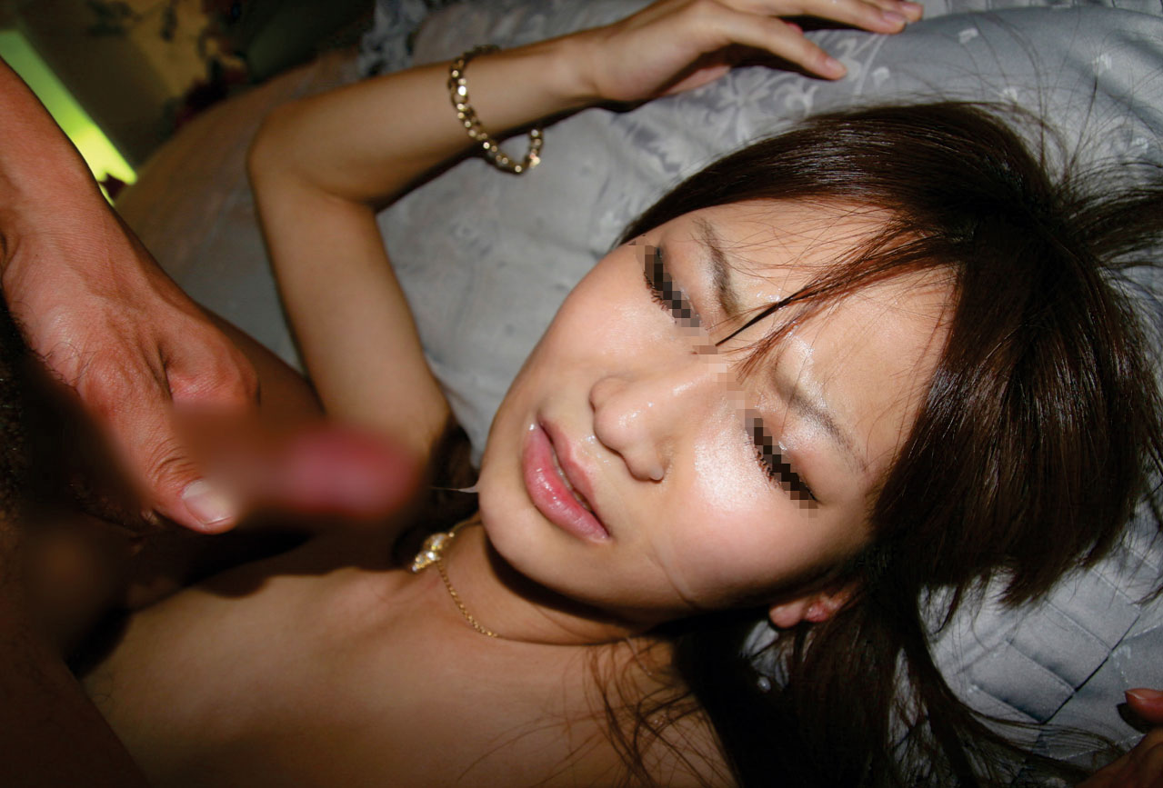 【ぶっかけエロ画像】一撃でいかに出すかが肝心な顔面へのザーメン放出!(;゚Д゚)