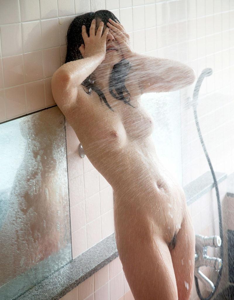 【シャワーエロ画像】シャワー中の女の子、実はシャワーでオナニーする女子もいるそうなw
