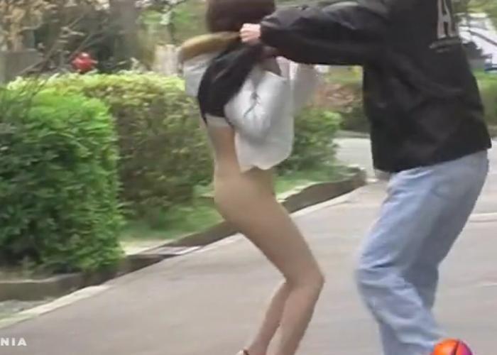 【エロ動画】人は見かけによらないwスカート捲りでノーパン暴き!(;゚∀゚)=3 02