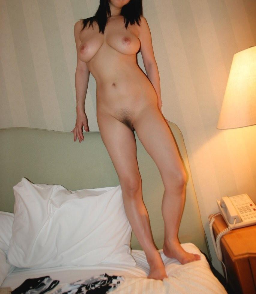 【ヌードエロ画像】潔く何もかも見せてくれる全裸って素晴らしい…(;´Д`)