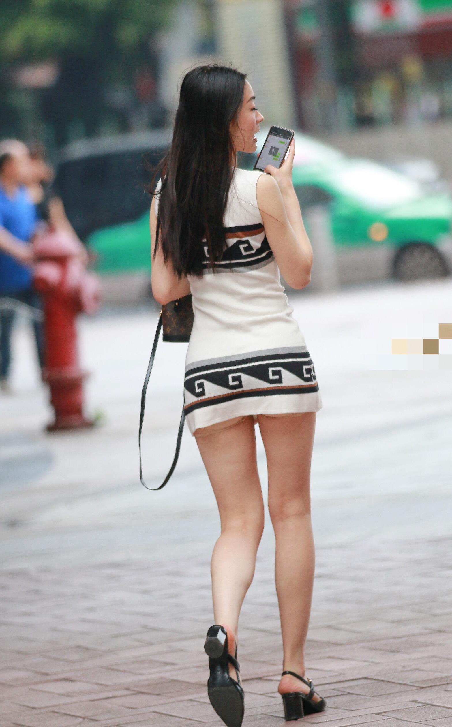 【美脚エロ画像】心に癒しを与えてくれる街角のミニスカ太もも!(;´∀`)
