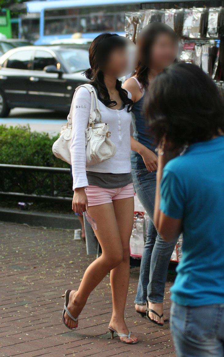 【美脚エロ画像】太もももイイ調子w街行くショーパン女子撮り!(;´∀`)