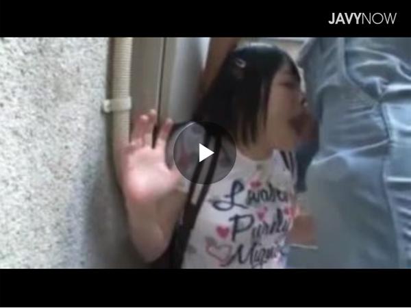 【エロ動画】屋外で激しいイラマチオを強いられる美少女!(;゚∀゚)=3 03