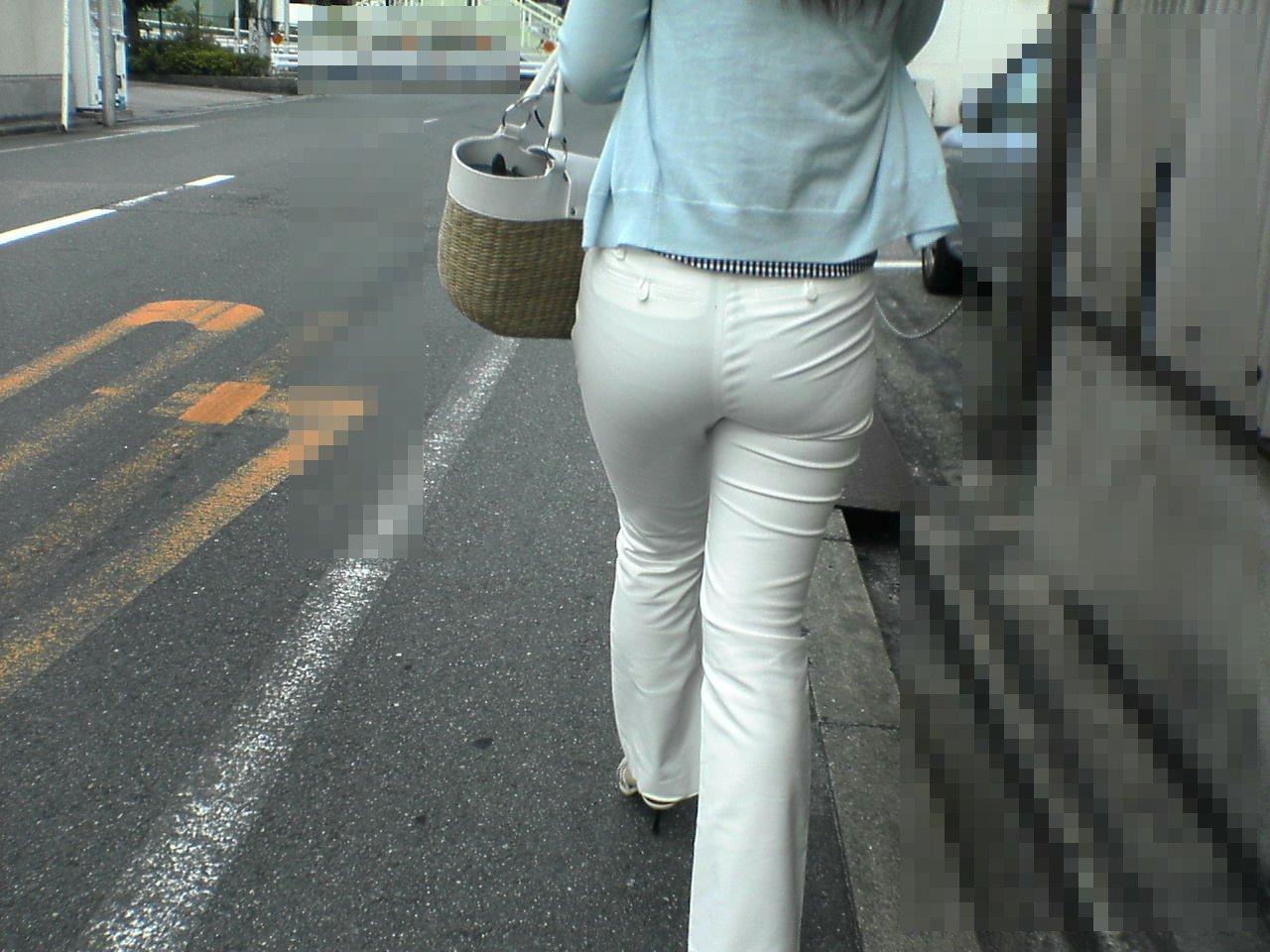 【着尻エロ画像】目を凝らさなくてもラインが…街の下着浮き着尻!(;´Д`)