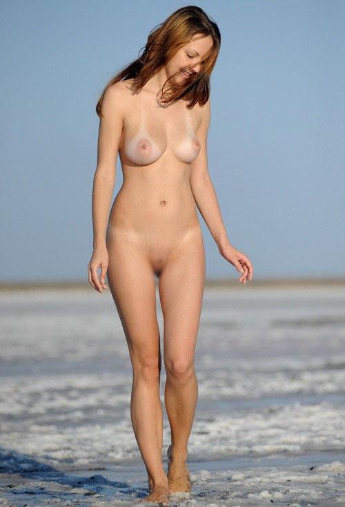 【日焼けエロ画像】ただビキニを着たまま日焼けしただけでグッとくる生おっぱい!(;´∀`)