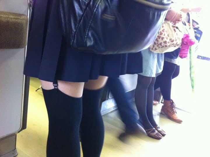 【下着エロ画像】パンツと一緒に履けば色香アップ確定なガーターベルト!(;´Д`)