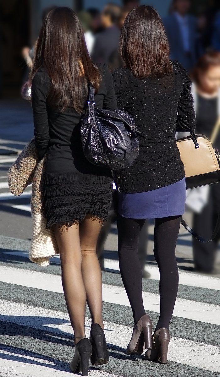 【美脚エロ画像】夏も履いてたら凄く蒸れてそうな黒パンスト美脚!(;・∀・)